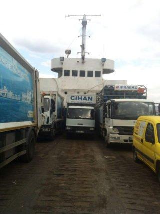 adaya eşya taşıma kamyonu